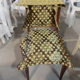 Klasyczne krzesło z naturalnego drewna